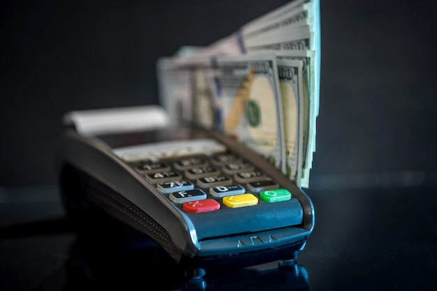 신용 카드로 달러 및 은행 터미널