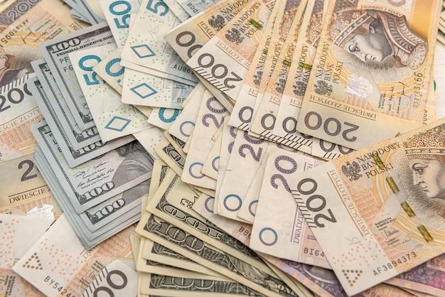 비즈니스 금융 배경 개념으로 달러와 폴란드 즐 로티 pln