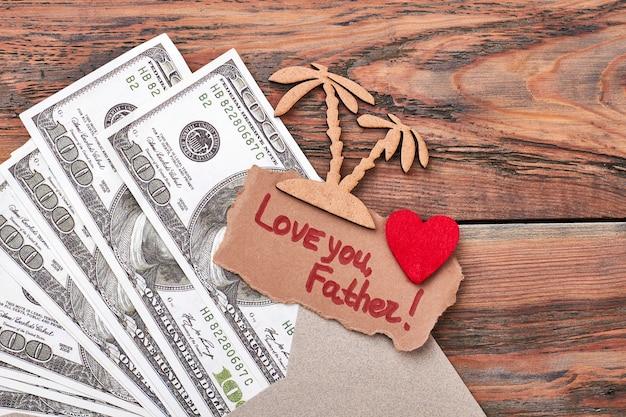 ドルと焼き絵のヤシの木。ファブリックハートとグリーティングカード。旅行は最高の投資です。