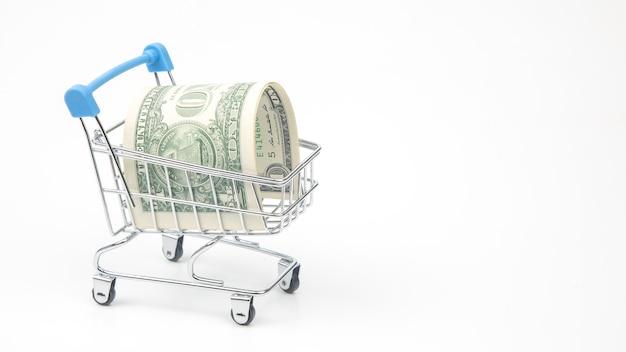 スーパーマーケットのバスケットのドル。食べ物や商品を買う。販売のためのビジネス。購入の節約