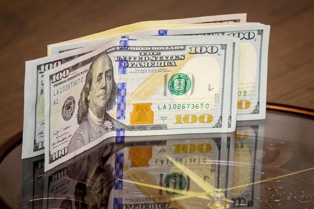 ドルは大時計にあります