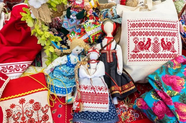 Куклы-самулеты и сувениры ручной работы традиционная выставка народных промыслов.