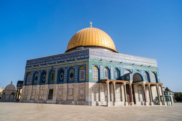 The dom of rock on the temple mount in the old city. dome was constructed by the order of umayyad caliph abd al-malik 689 and 691 and tiled by sultan suleiman. al-aqsa
