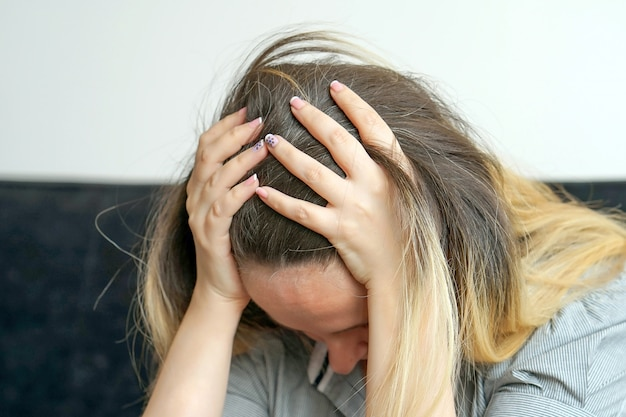 家庭内虐待、悲しい女、