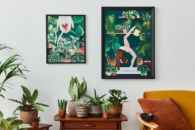 빈티지 레트로 선반, 많은 집 식물, 선인장, 흰 벽에 나무 프레임 및 세련된 가정 정원의 우아한 액세서리가있는 거실의 국내 인테리어.