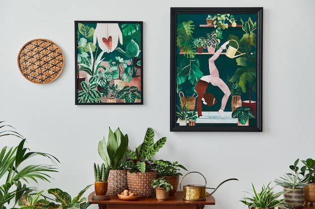 ヴィンテージのレトロな棚、たくさんの観葉植物、サボテン、白い壁に木製のモックアップポスターフレーム、スタイリッシュなホームガーデンのエレガントなアクセサリーを備えたリビングルームの国内インテリア。テンプレート。