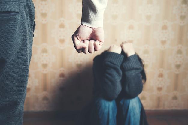 가정에서의 가정 폭력