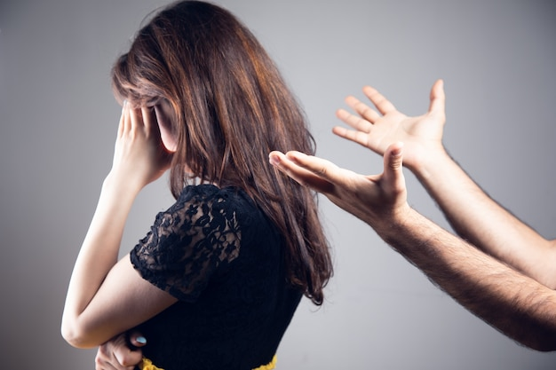 Домашнее насилие. муж кричит на жену