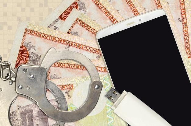 Доминиканские песо и смартфон с полицейскими наручниками
