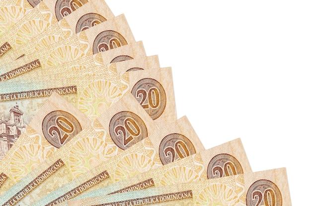 ドミニカペソ紙幣は白い背景に孤立して横たわっています