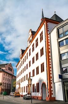 ドイツ、ラインラントプファルツ州マインツにある歴史的な大学の建物、domusuniversitatis