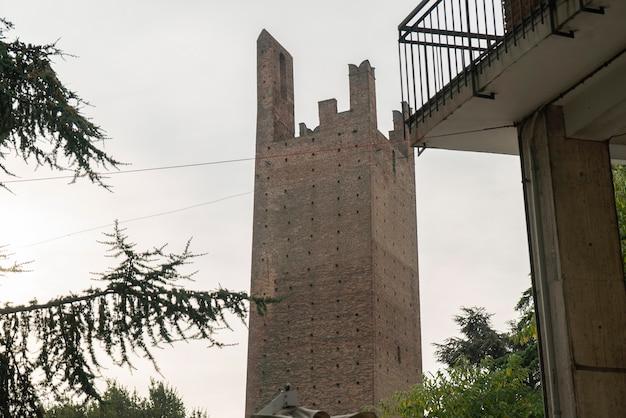 도나 타워와 그리말디 타워: 이탈리아 로비고에 있는 두 개의 고대 타워 2
