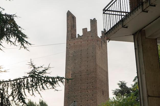 도나 타워와 그리말디 타워: 이탈리아 로비고에 있는 두 개의 고대 타워 3