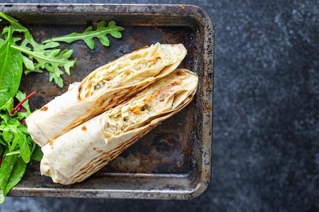 ドネルケバブシャワルマサンドイッチロールまたはブリトー肉野菜ソースタコス