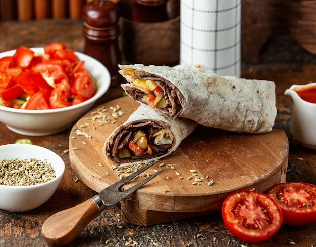 Doner in lavash served with tomato