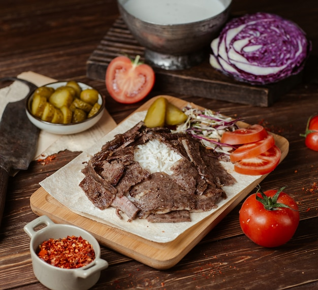 Doner meat slices with vegetables and herbs