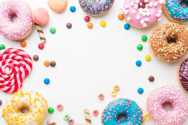 Пончики и конфеты копией пространства