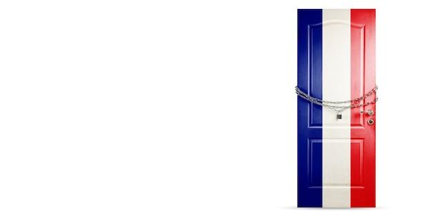 프랑스 국기 색상의 문, 사슬로 잠그는 문. 코로나바이러스, covid 확산 중 국가 폐쇄. 의학 및 건강 관리의 개념입니다. 전세계 전염병, 검역. 카피스페이스.