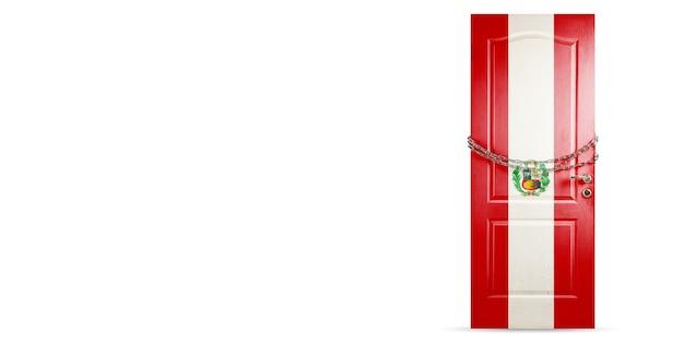 쇠사슬로 잠그는 페루 국기 색깔의 문. 코로나바이러스, covid 확산 중 국가 폐쇄. 의학 및 건강 관리의 개념입니다. 전세계 전염병, 검역. 카피스페이스.