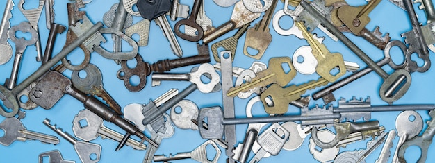 Ключи от дверных замков для безопасности имущества и охраны дома