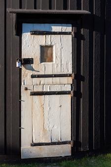 Дверь ветряной мельницы джилл в клейтоне, восточный сассекс