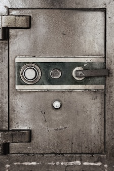 Дверь старого сейфа безопасности