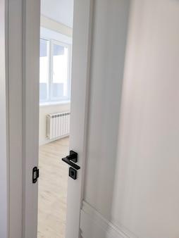 방으로 열린 문 - 인테리어 하우스