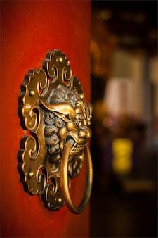 불교 사원의 손잡이