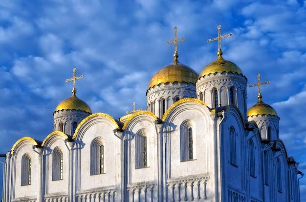 生神女就寝大聖堂(被昇天大聖堂)とロシアのウラジミールの鐘楼。ユネスコの世界遺産。