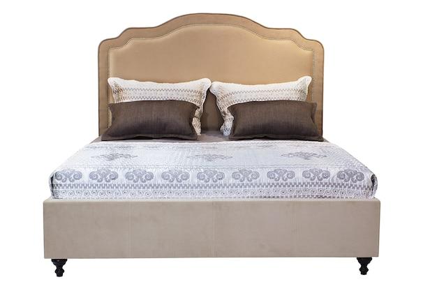 흰색 배경에서 고립 된 더블 침대