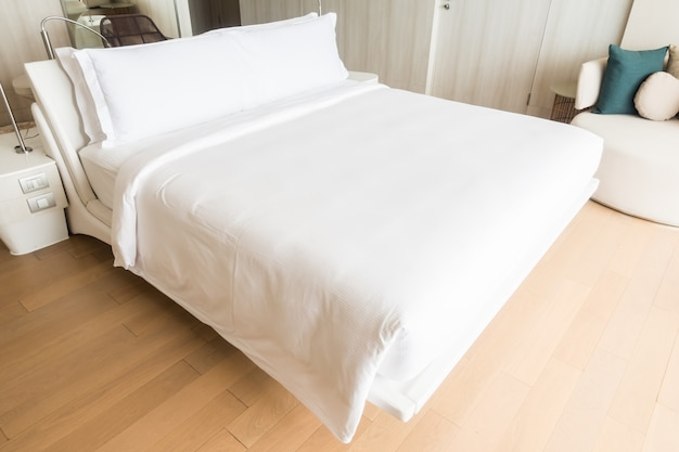 Double bed with white pillows