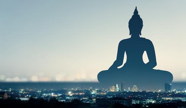 부처 종교와 도시 개념의 이중 노출