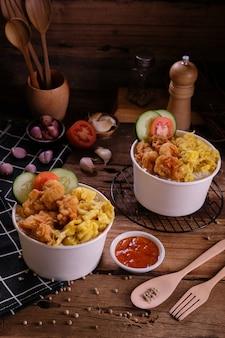 Цыпленок в двойной миске с рисом