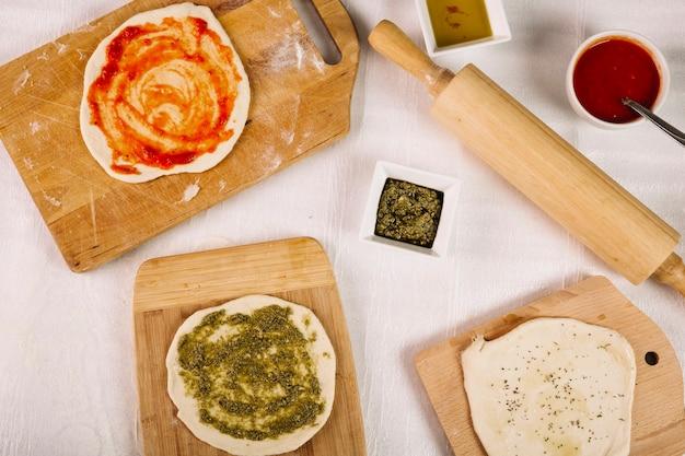 Тесто и приправы для пиццы