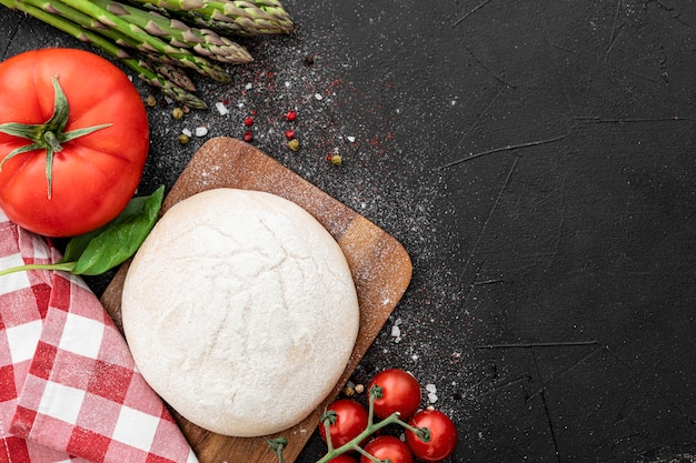 ピザの生地と野菜
