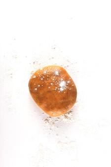 自家製のクリスマスジンジャーブレッドクッキーを調理するための生地