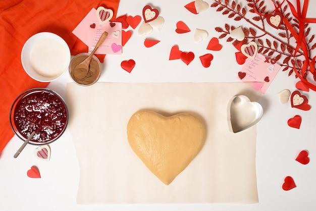 Тесто для печенья сердечка на день влюбленных, ингредиенты для выпечки к празднику