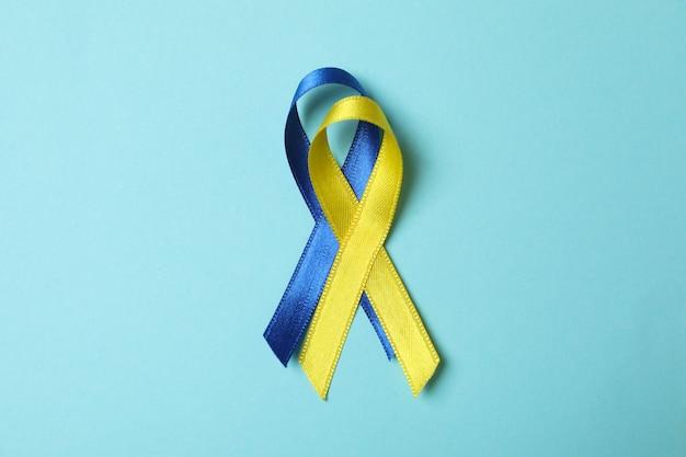 파란색에 다운 증후군 인식 리본