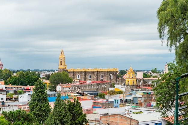 上から見たメキシコのプエブラ市、チョルラのダウンタウン。