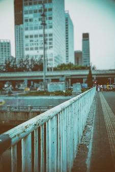 강을 따라 시내 도시의 스카이 라인