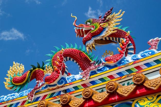 Дракон скульптура искусства архитектуры буддийского искусства впечатляющий храм.