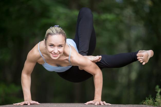 Posizione di yoga libellula