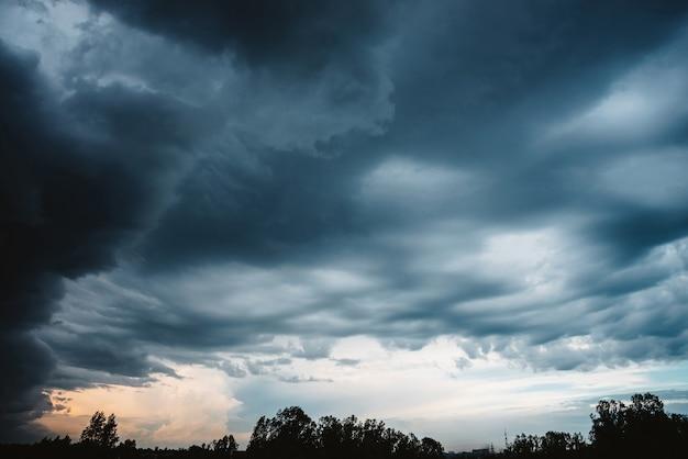 극적인 구름 풍경