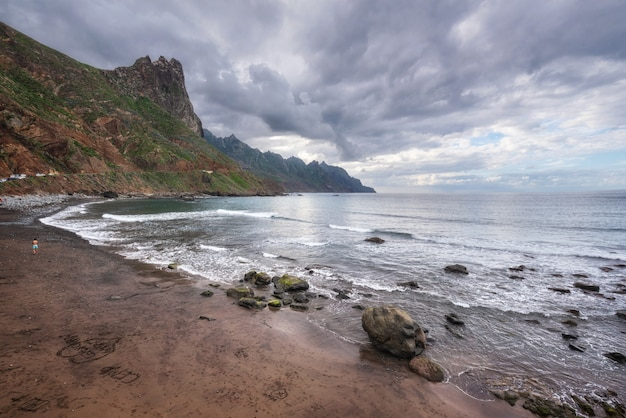 北テネリフェ島、カナリア諸島、スペインのtagananaビーチの劇的な海岸線の風景。