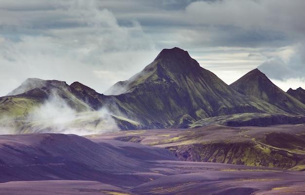 アイスランドの劇的な山の風景