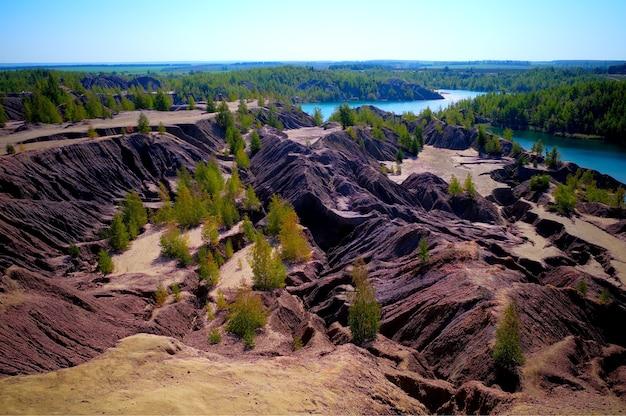 トゥーラの風景の背景の近くの劇的な砂場
