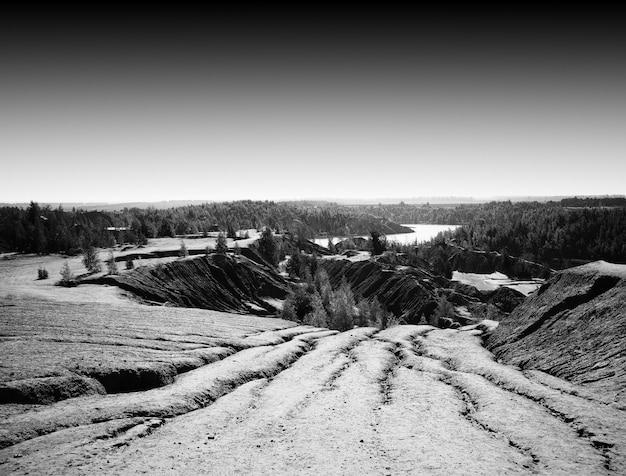 劇的な砂の斜面の風景の背景