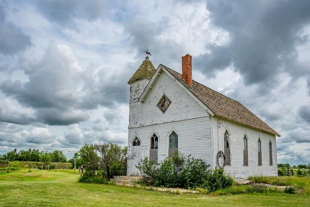 フルードskの歴史的でありながら放棄されたフルード長老派教会の劇的な空