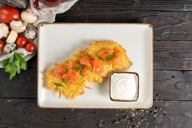 ドラニキ-サーモンとサワークリームのポテトパンケーキ