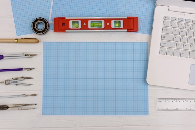 Draughtsmanship equipment for drawing on millimeter paper with laptop